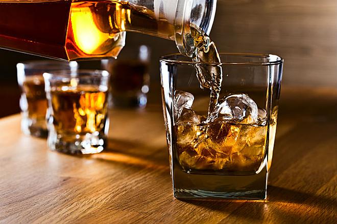 Rượu và thuốc lá sẽ phải dán tem điện tử theo đề xuất thông tư mới - Ảnh 2.