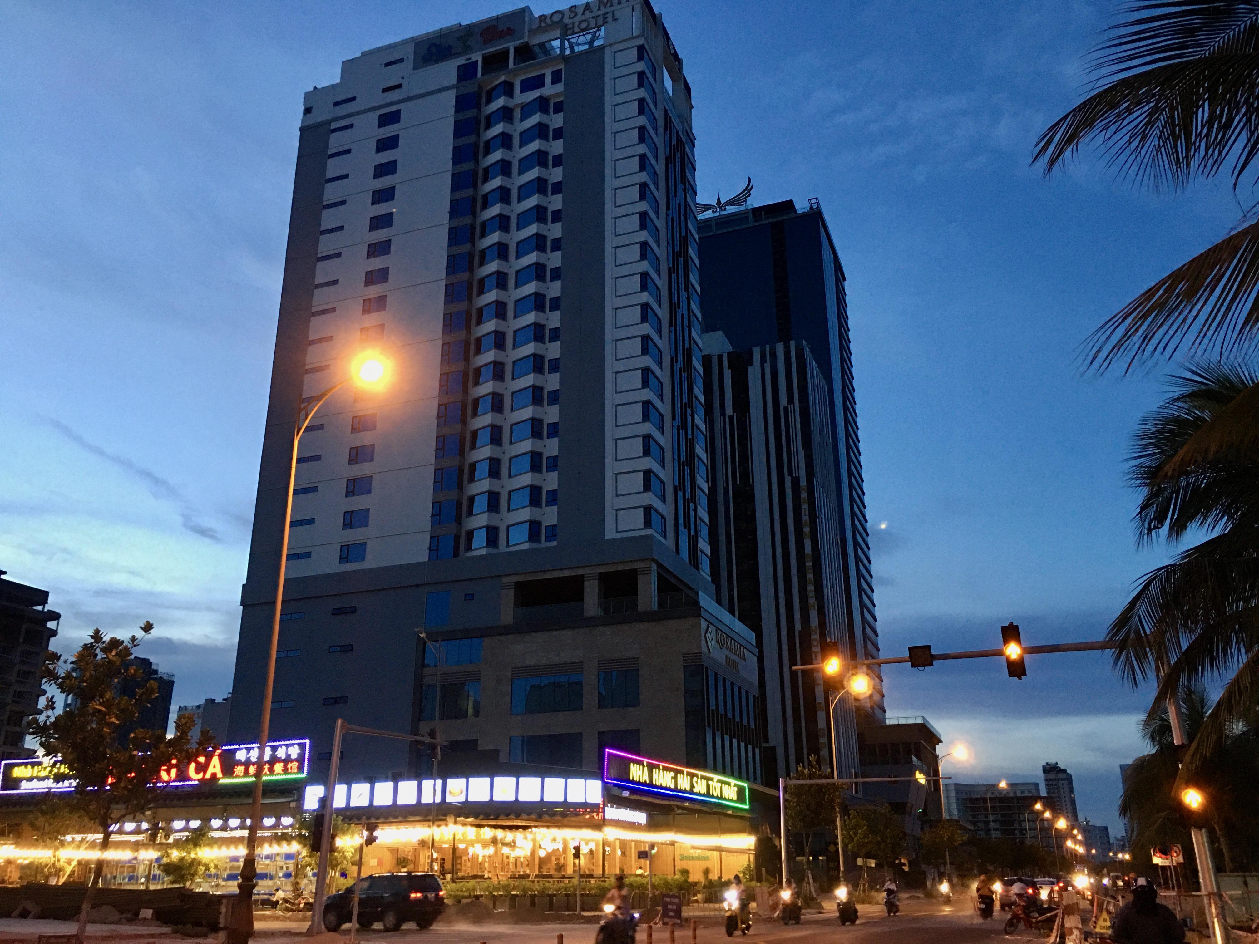 Phố khách sạn Đà Nẵng 'tối đèn', rao bán hàng trăm tỉ đồng - Ảnh 5.