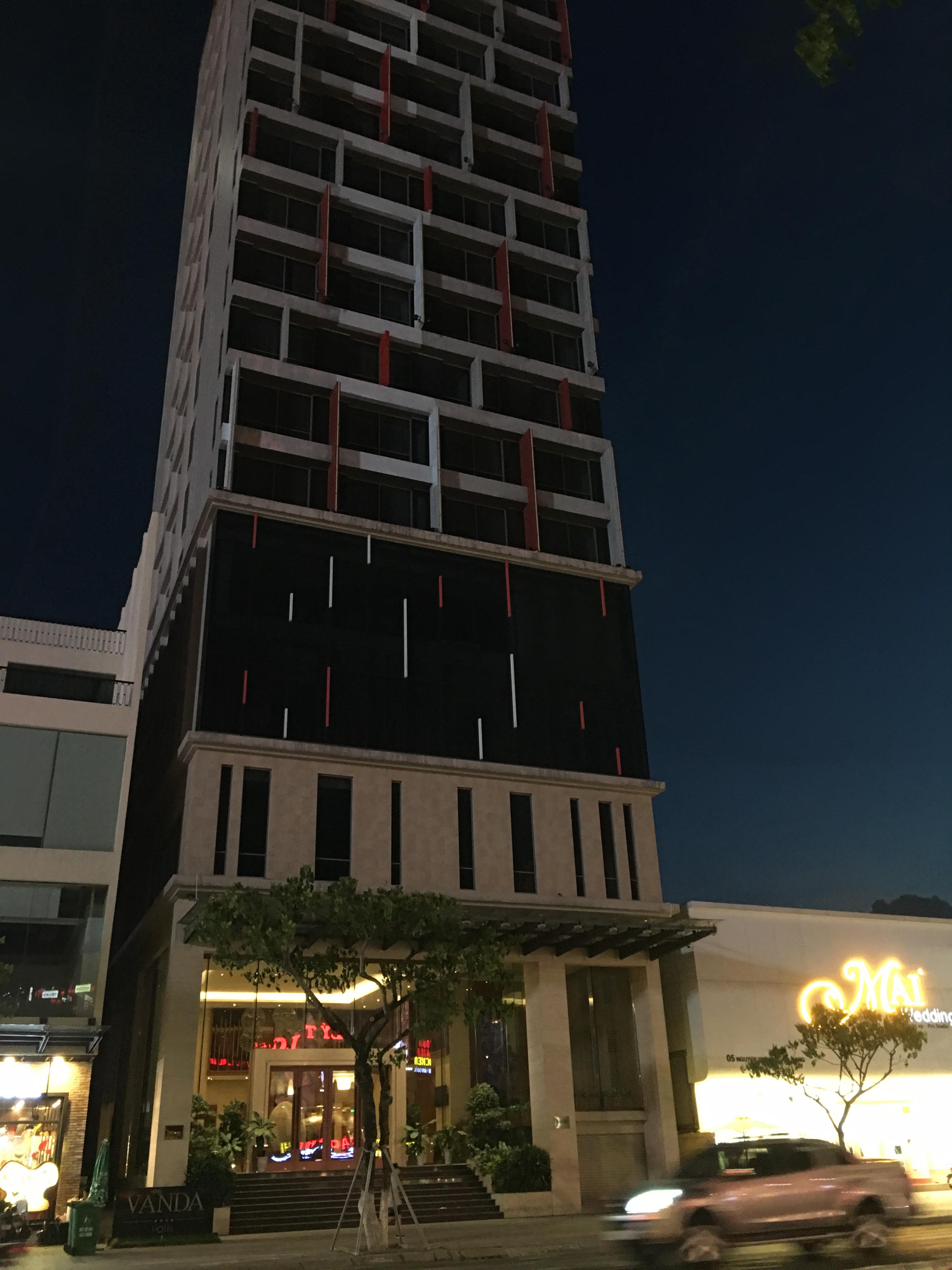 Phố khách sạn Đà Nẵng 'tối đèn', rao bán hàng trăm tỉ đồng - Ảnh 11.