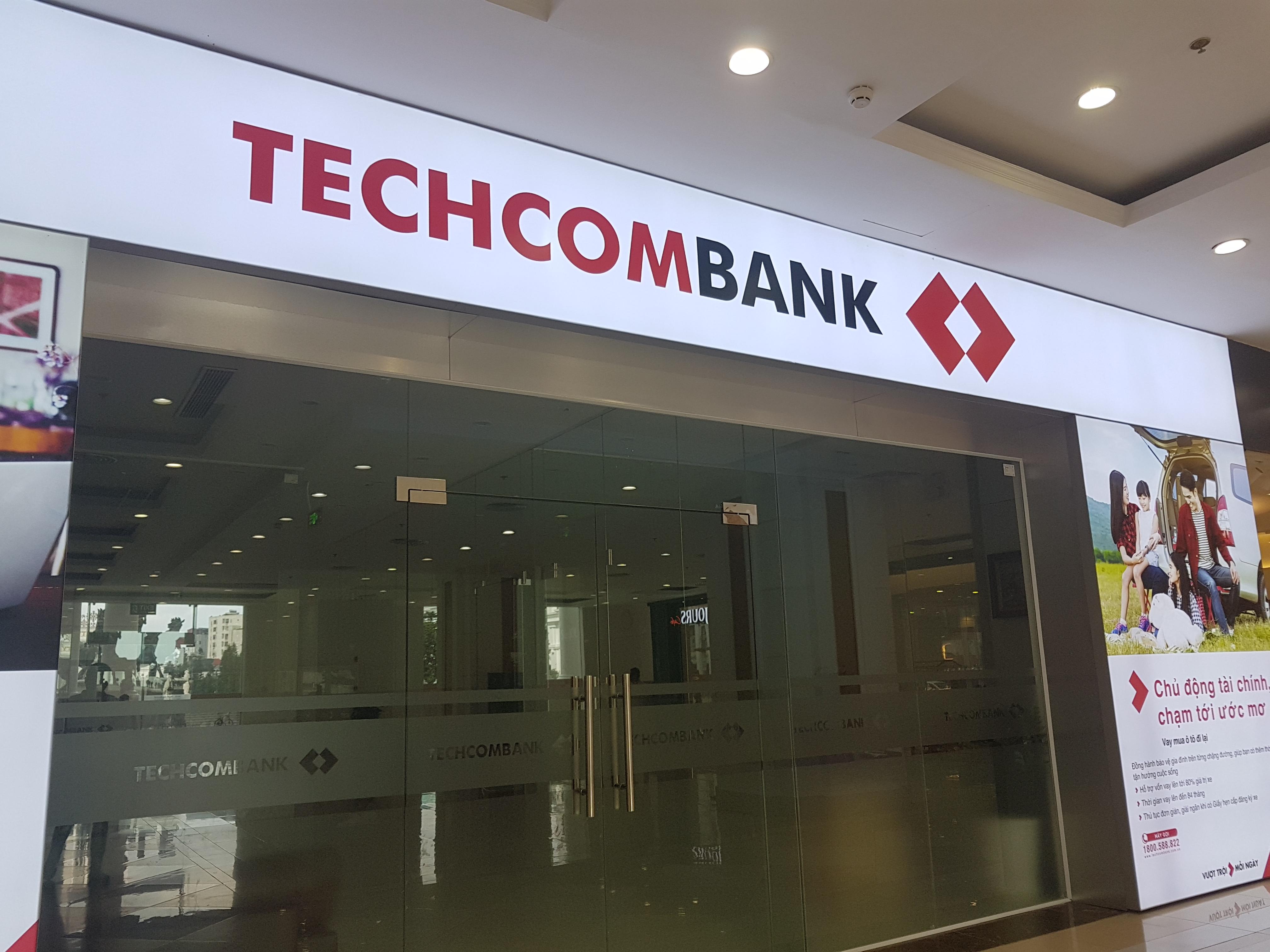 CEO Techcombank đăng kí mua gần 440.000 cổ phiếu TCB - Ảnh 1.