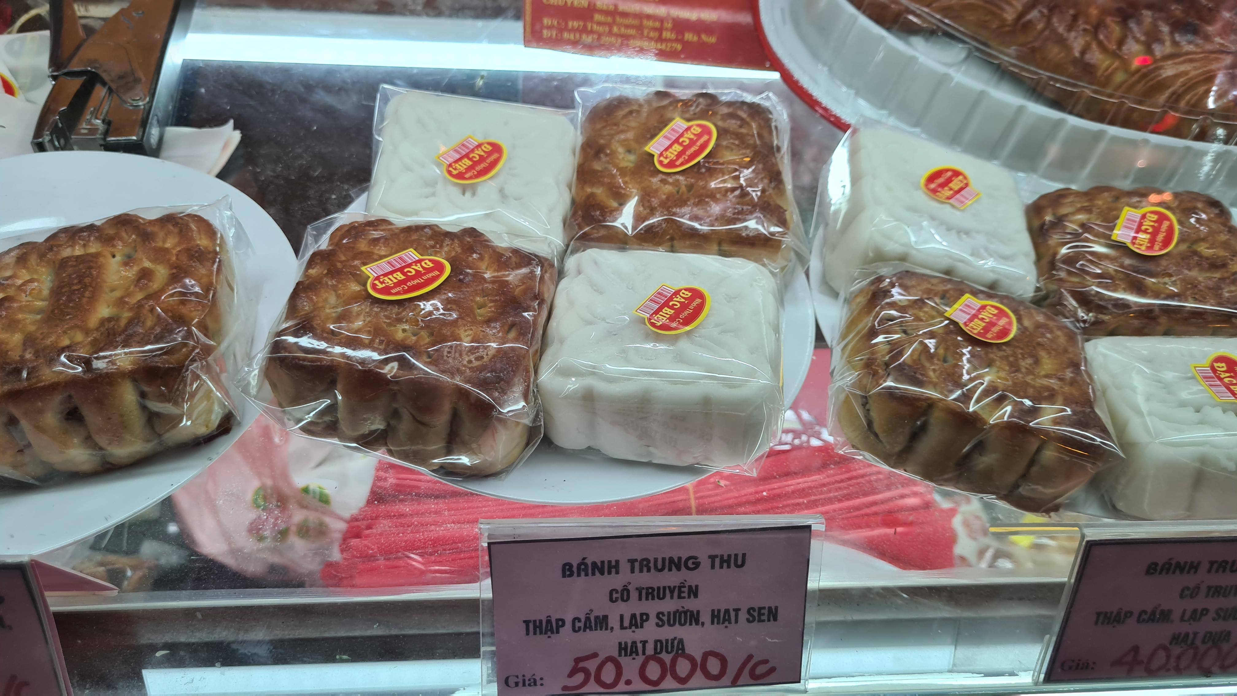 Người dân nườm nượp tới mua bánh trung thu tại các cửa hàng, gian hàng tại Hà Nội - Ảnh 7.