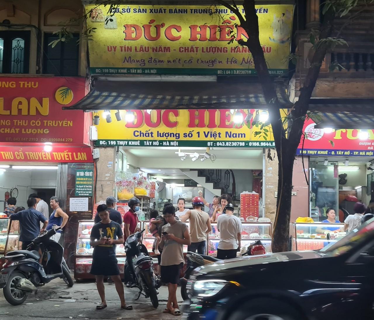 Người Hà Nội nườm nượp tới mua bánh trung thu tại các cửa hàng, gian hàng - Ảnh 6.