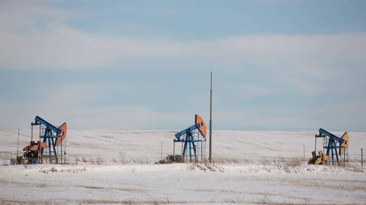 Giá xăng dầu hôm nay 30/9: Dầu giảm trở lại do đại dịch bùng phát - Ảnh 1.