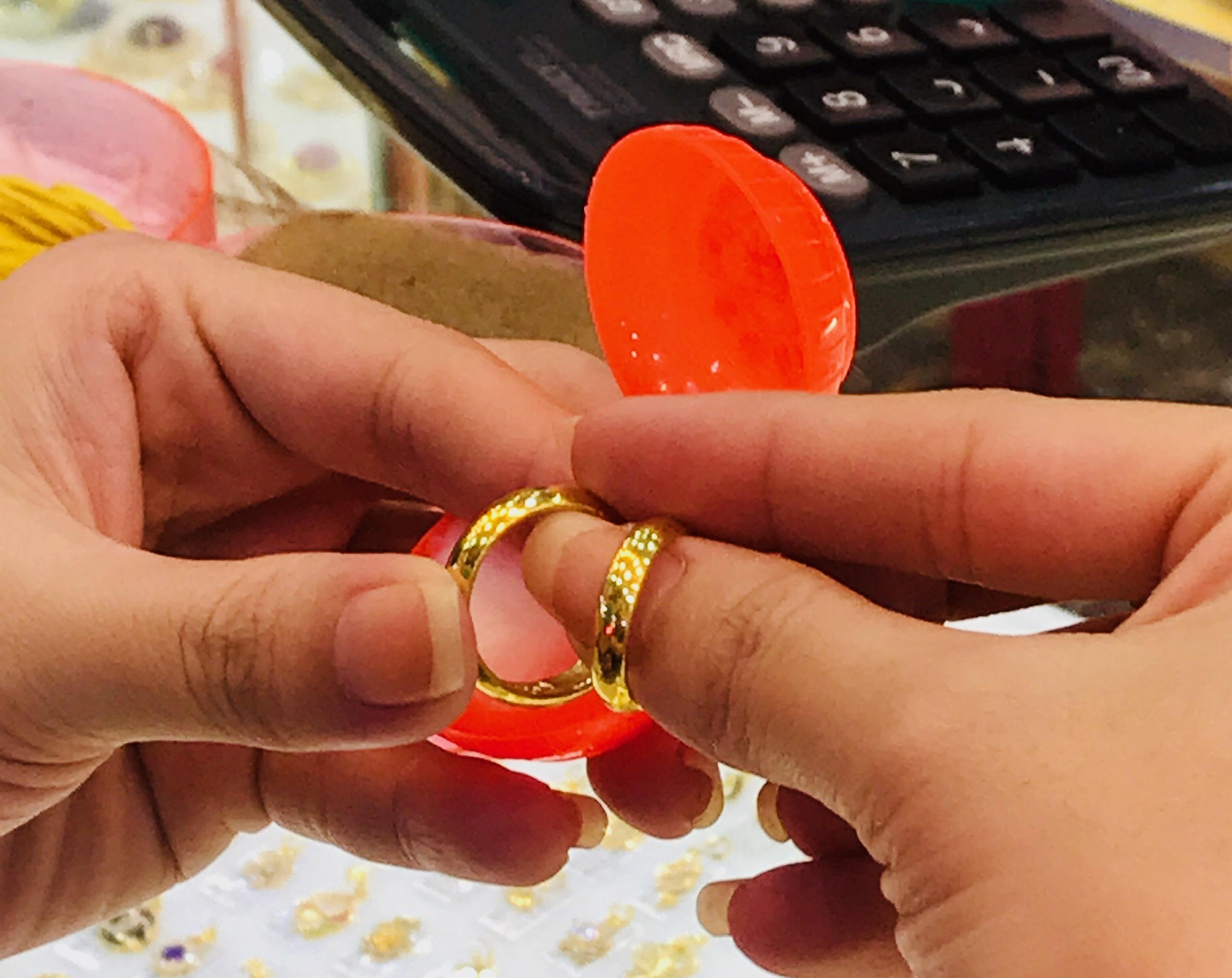 Giá vàng SJC rớt mạnh sau kì nghỉ Lễ, người mua lỗ gần 2 triệu đồng/lượng sau 2 ngày - Ảnh 4.
