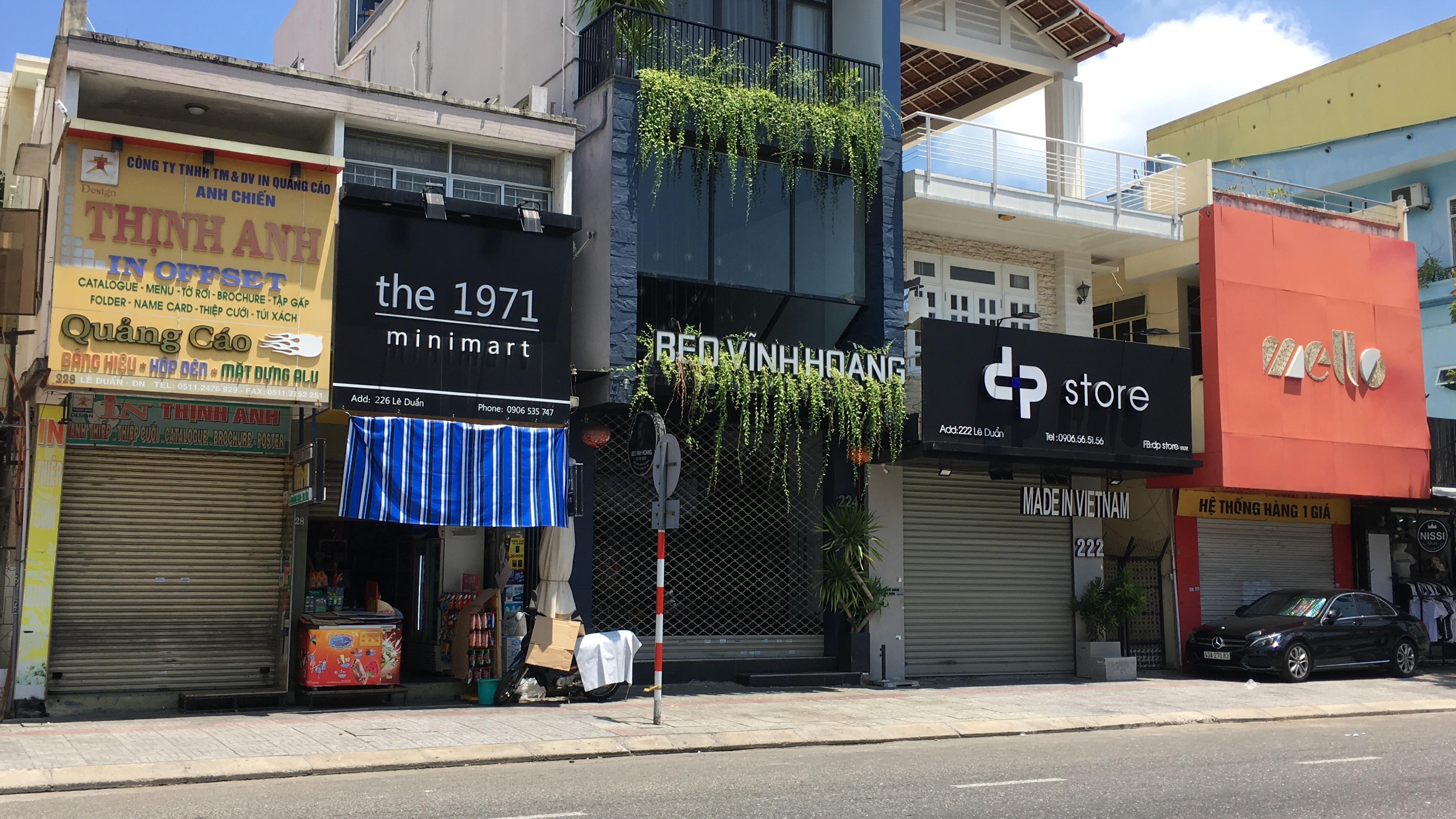 Đà Nẵng nới lỏng giãn cách xã hội: Phố thời trang vẫn đóng cửa không kinh doanh, trong khi hàng quán bán thức ăn mang về đông - Ảnh 4.