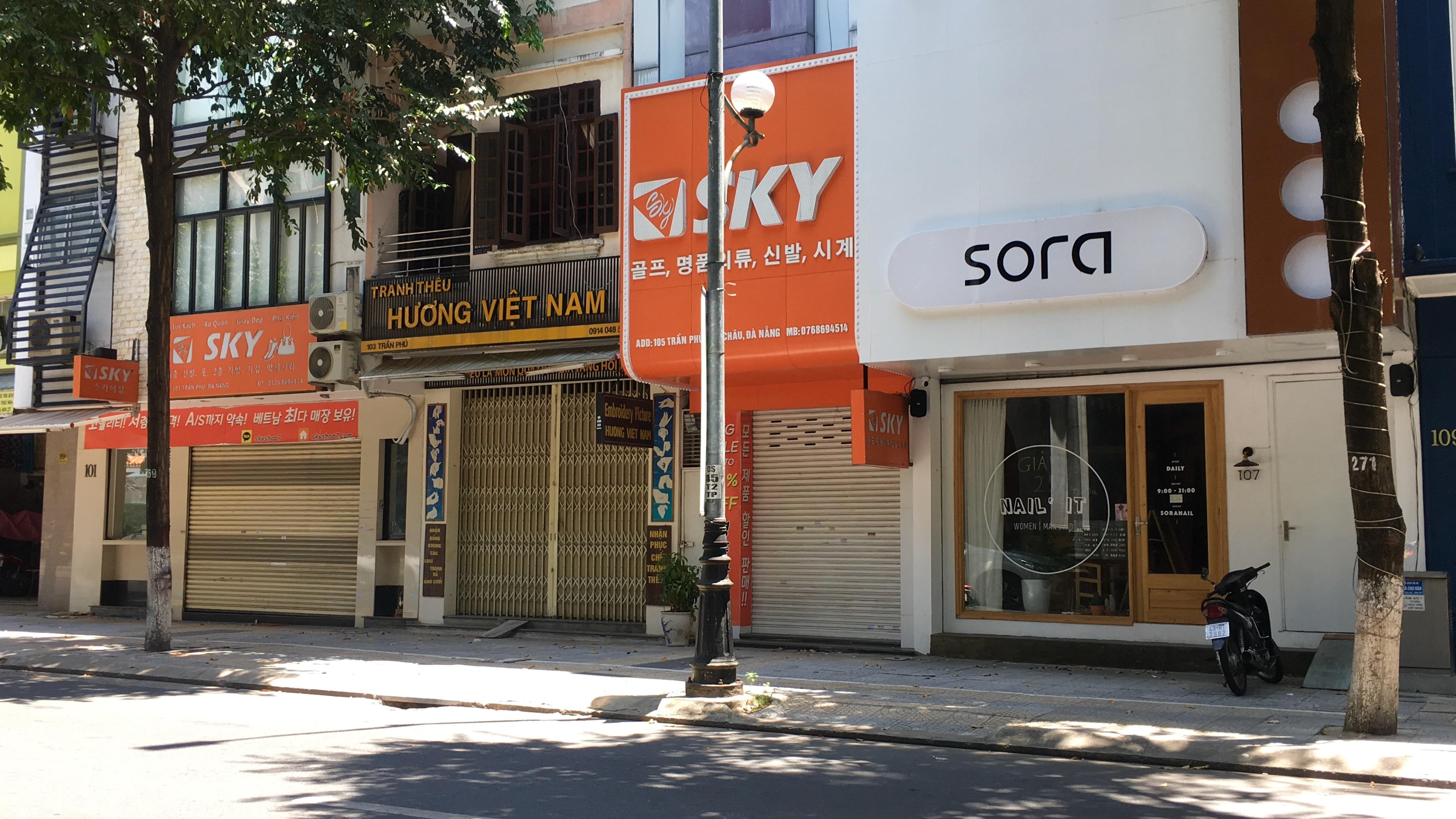 Đà Nẵng nới lỏng giãn cách xã hội: Phố thời trang vẫn đóng cửa không kinh doanh, trong khi hàng quán bán thức ăn mang về đông - Ảnh 7.
