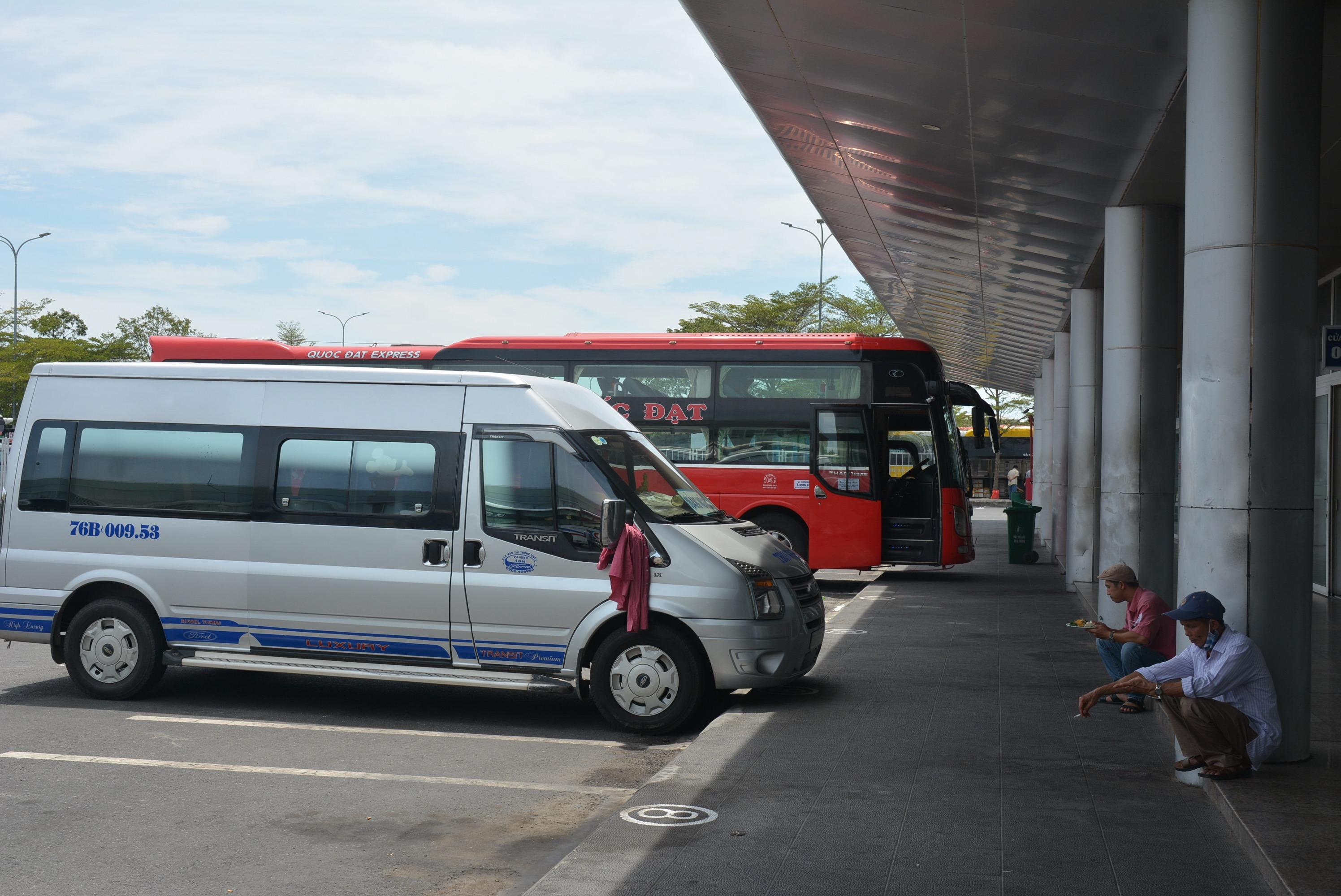 Bến xe, nhà ga vắng hoe người đến và đi các tỉnh, thành khác khi được cho phép hoạt động vận tải 100% - Ảnh 12.