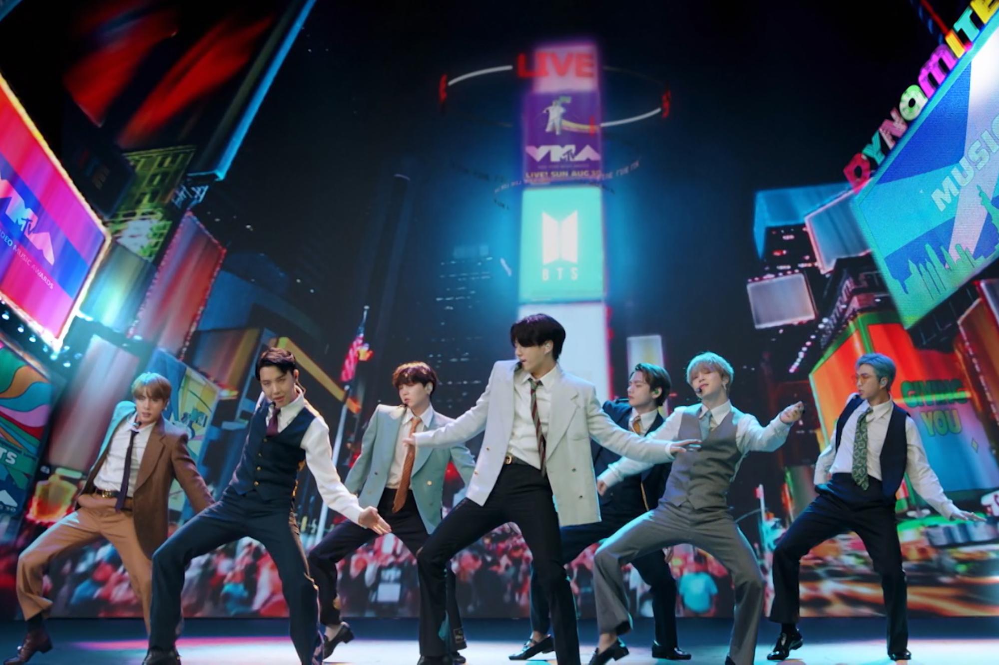 Ca khúc Dynamite của BTS có thể mang lại hơn 1,4 tỉ USD cho nền kinh tế Hàn Quốc - Ảnh 1.