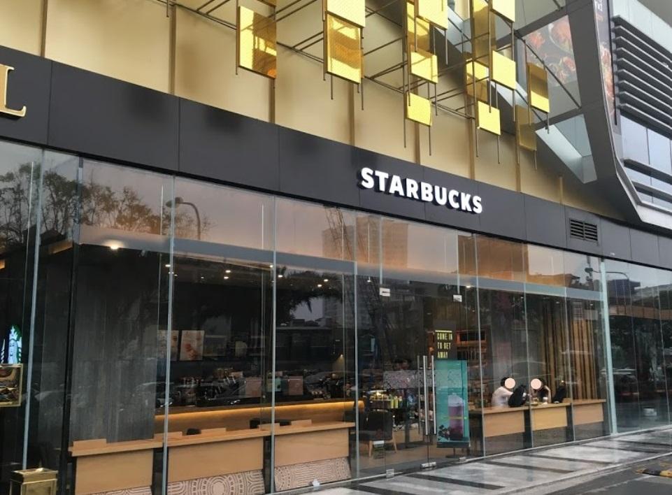 Starbucks gây thất vọng vì thái độ phục vụ yếu kém của nhân viên - Ảnh 1.
