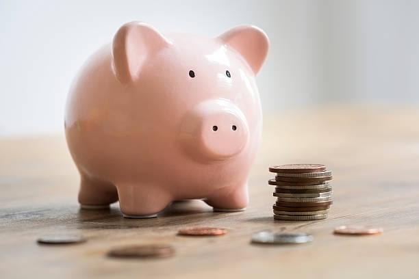 So sánh lãi suất ngân hàng 1/2021: Gửi tiết kiệm kì hạn 6 tháng ở đâu cao nhất? - Ảnh 1.