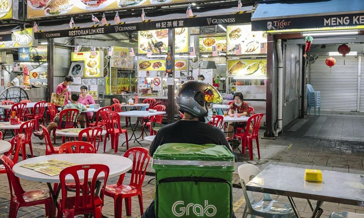 Grab chiếm quá bán thị phần giao đồ ăn ở Đông Nam Á, Foodpanda và Gojek hụt hơi theo sau - Ảnh 1.