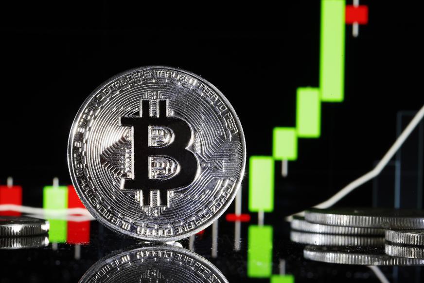 Nguyên nhân nào khiến giá bitcoin bùng nổ rồi giảm mạnh?