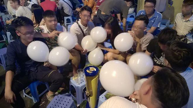 Đề xuất cấm 'khí cười' khi sử dụng sai mục đích tại tụ điểm vui chơi giải trí - Ảnh 1.