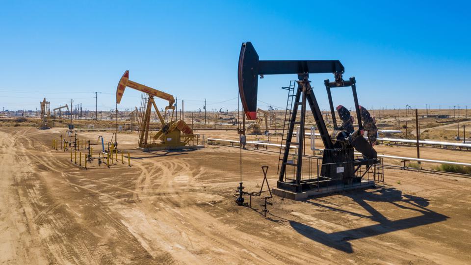 Giá xăng dầu tuần tới: Áp lực  - Ảnh 1.