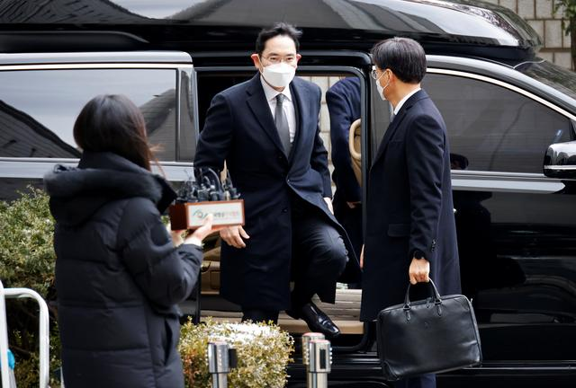 Người thừa kế Samsung lĩnh án 2,5 năm tù giam - Ảnh 1.
