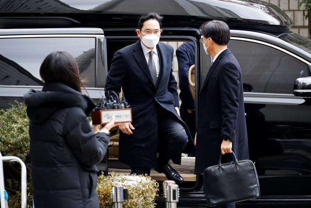 Người thừa kế Samsung bị kết án 2,5 năm tù giam