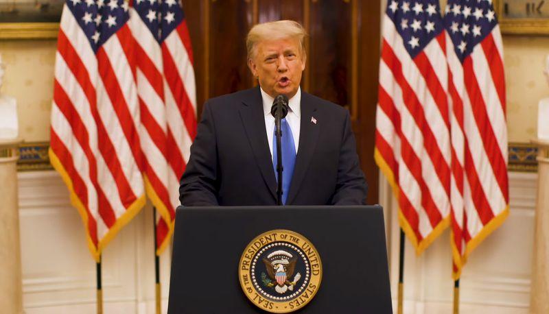 Ông Trump ca ngợi bản thân, không thèm nhắc đến người kế nhiệm trong bài phát biểu chia tay - Ảnh 1.
