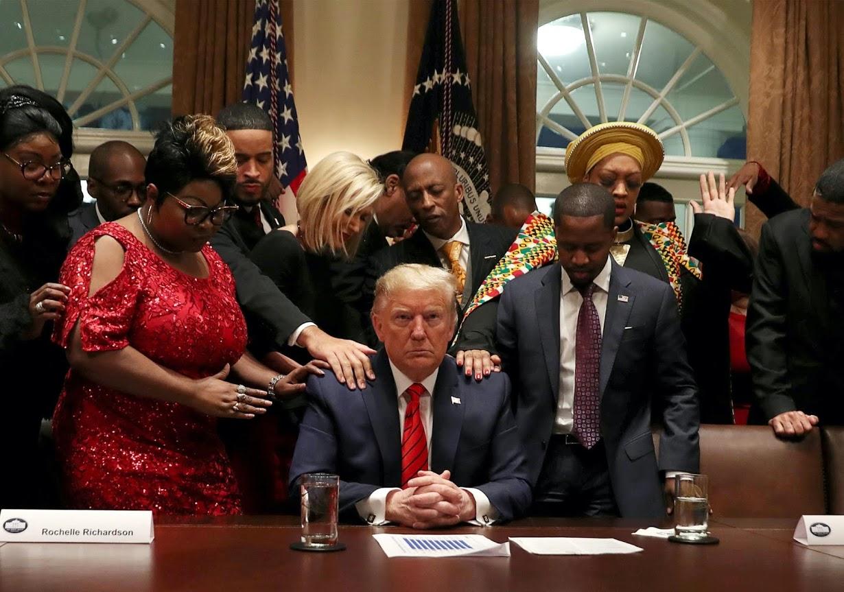 Đám đông, biểu tình và hai cuộc luận tội: 4 năm ông Trump làm tổng thống qua những bức ảnh - Ảnh 7.