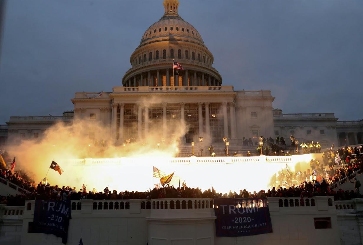 Đám đông, biểu tình và hai cuộc luận tội: 4 năm ông Trump làm tổng thống qua những bức ảnh - Ảnh 12.