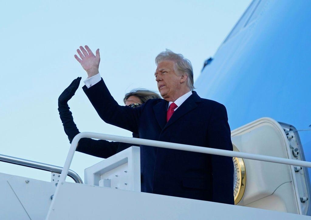 Ông Trump để lại lá thư 'rất rộng lượng' cho ông Biden - Ảnh 1.