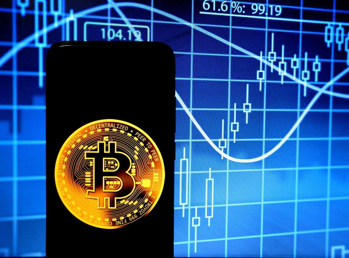 Lo ngại bong bóng Bitcoin sắp vỡ sau khi sụt giảm 200 tỉ USD - Ảnh 1.