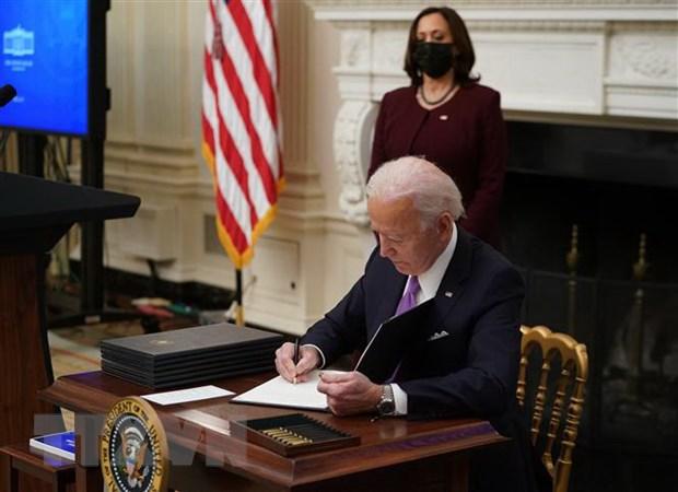 Tổng thống Mỹ Joe Biden ký 2 sắc lệnh cứu trợ kinh tế - Ảnh 1.