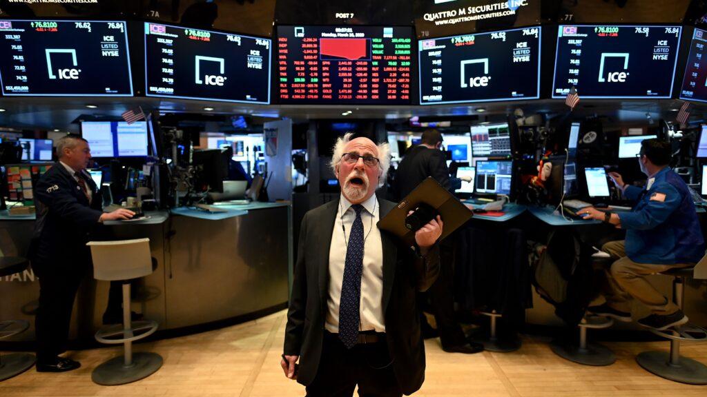 Dow Jones sụt hơn 600 điểm, chứng khoán Mỹ mất sạch thành quả từ đầu năm - Ảnh 1.