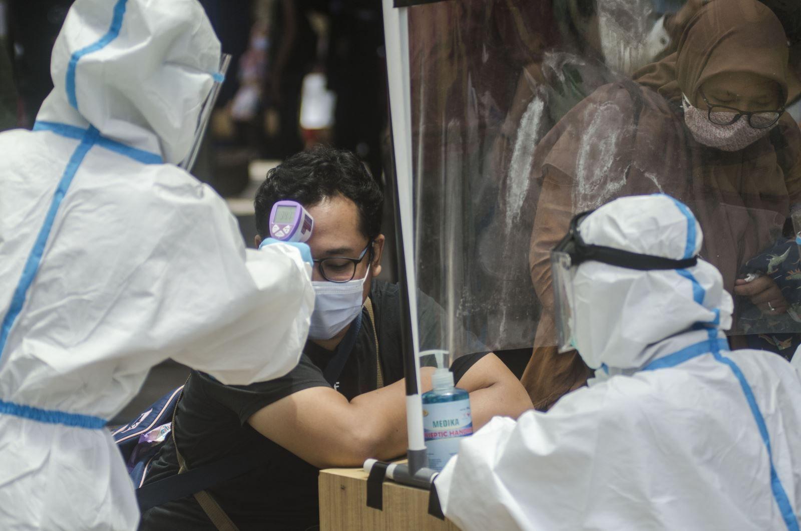 Bộ Y tế đề xuất dừng các chuyến bay từ quốc gia có chủng biến thể mới của SARS-CoV-2 - Ảnh 1.