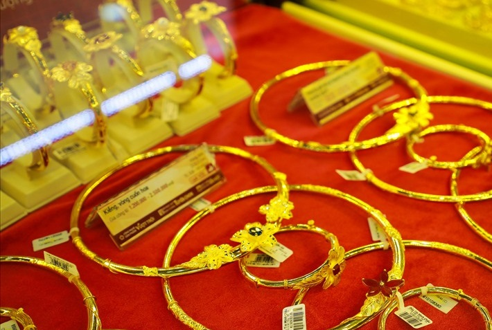 Giá vàng hôm nay 6/1: Vàng SJC tiếp đà tăng thêm 100.000 đồng/lượng - Ảnh 1.