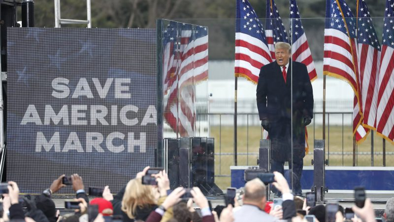 Hai tuần cuối đáng quên của ông Trump: Đối mặt nguy cơ bị phế truất hoặc luận tội, cấp dưới lần lượt dứt áo ra đi - Ảnh 1.