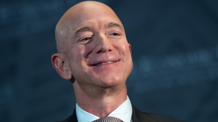 Sự trả thù ngọt ngào của Jeff Bezos: Chia sẻ bài báo phán Amazon sẽ thất bại từ 22 năm trước - Ảnh 1.