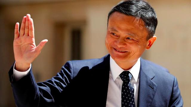 Tỷ phú Jack Ma tái xuất tại Hong Kong sau thời gian dài kín tiếng, dành sự quan tâm cho việc vẽ tranh - Ảnh 1.