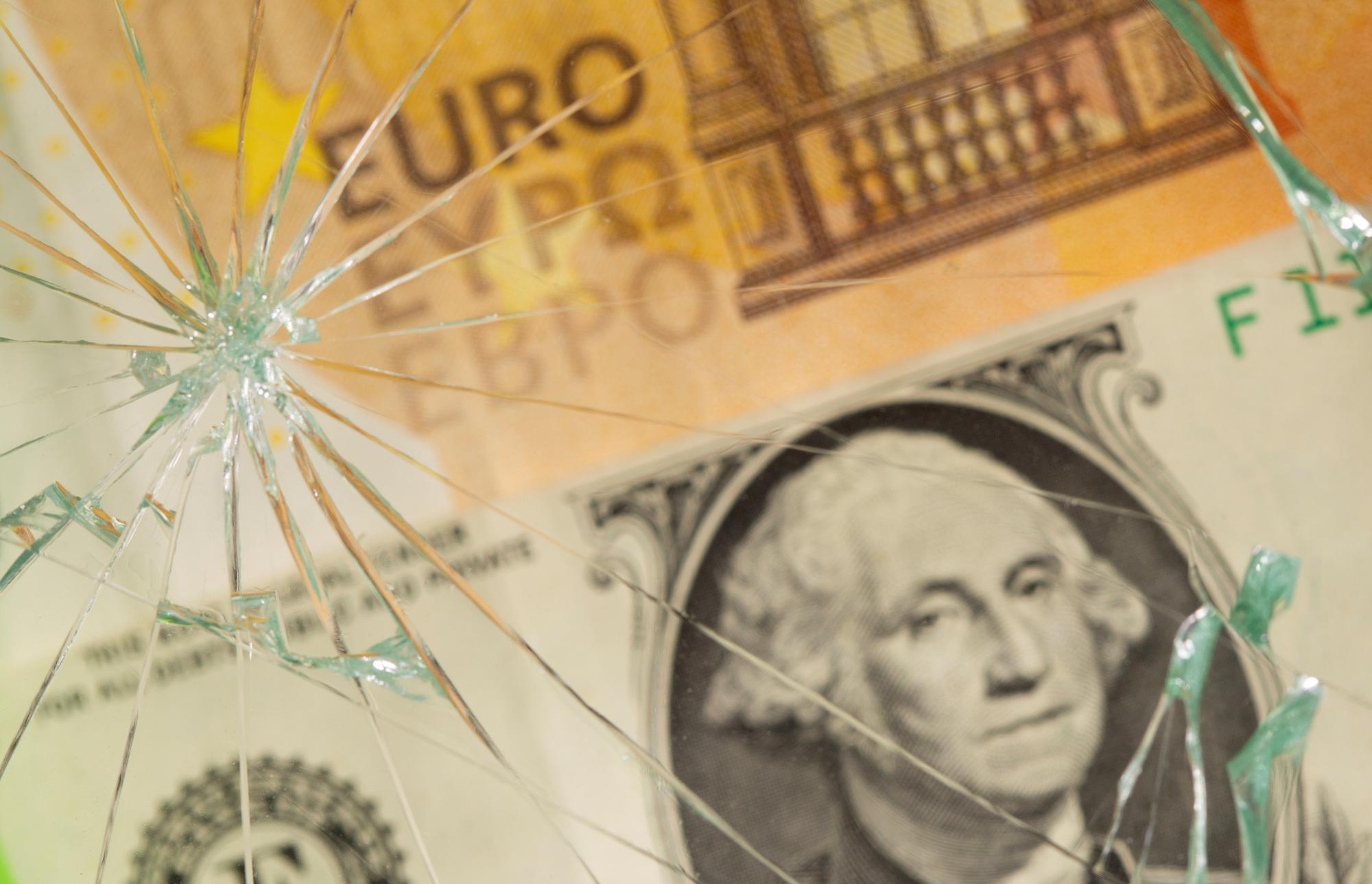 Vị thế đồng USD giảm, đồng euro tăng lên vì khủng hoảng trần nợ của Mỹ - Ảnh 1.