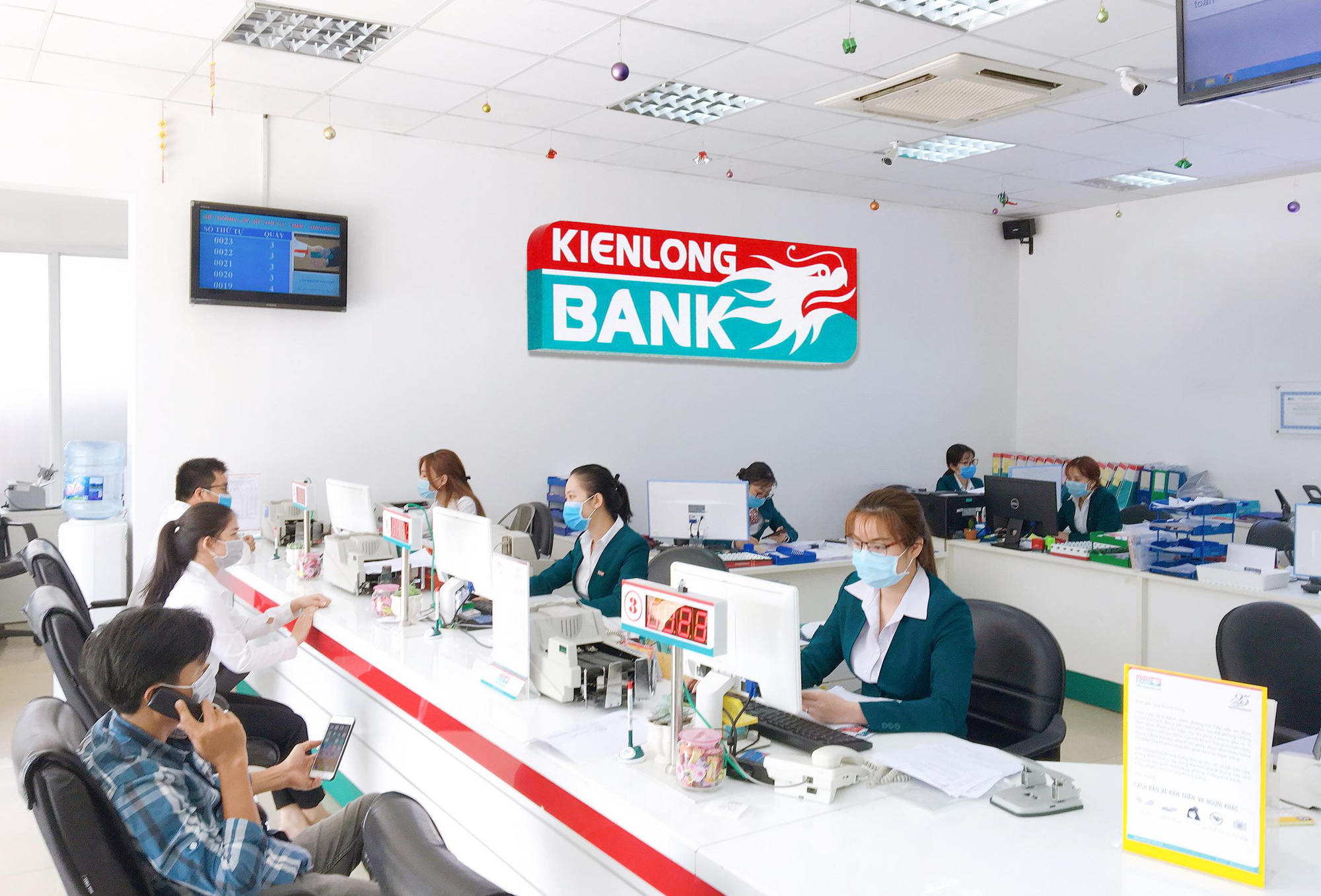 Kienlongbank lãi 9 tháng gấp 6 lần cùng kỳ, thu dịch vụ tăng đột biến - Ảnh 1.