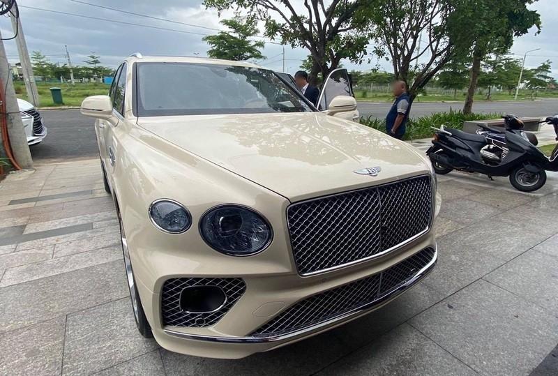 Nhà dư ô tô, đại gia mang xe Bentley 21 tỷ đồng đổi hai cây lan đột biến - Ảnh 1.