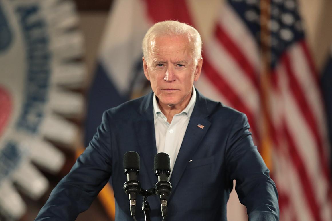 Ông Biden gặp vô vàn khó khăn khi cố gắng xóa bỏ dấu ấn của ông Trump - Ảnh 1.