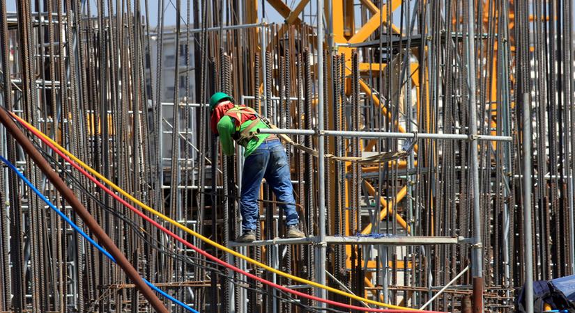 Giá thép xây dựng hôm nay 17/2: Tiếp tục neo tại ngưỡng 4.404 nhân dân tệ/tấn - Ảnh 3.