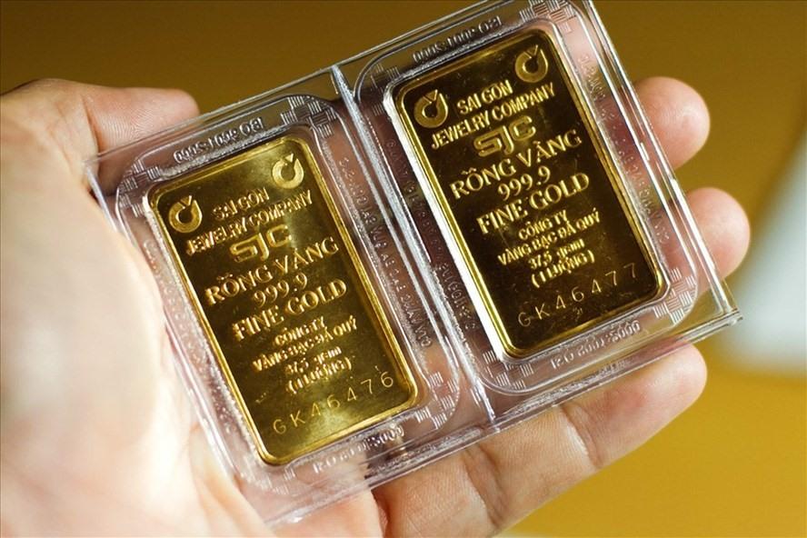 Giá vàng hôm nay 19/2: Tiếp đà giảm mạnh, SJC mất thêm 350.000 đồng/lượng - Ảnh 1.
