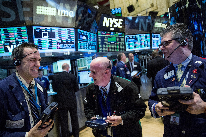 Chứng khoán Mỹ hồi phục sau phiên giảm sâu, Dow Jones bật tăng hơn 200 điểm - Ảnh 1.