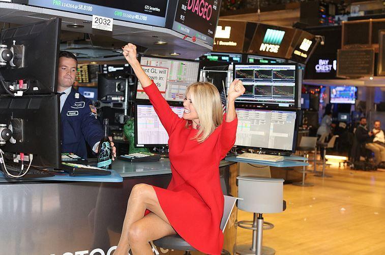 Cổ phiếu công nghệ Mỹ lao dốc, nhóm hưởng lợi khi kinh tế mở cửa tăng mạnh - Ảnh 1.
