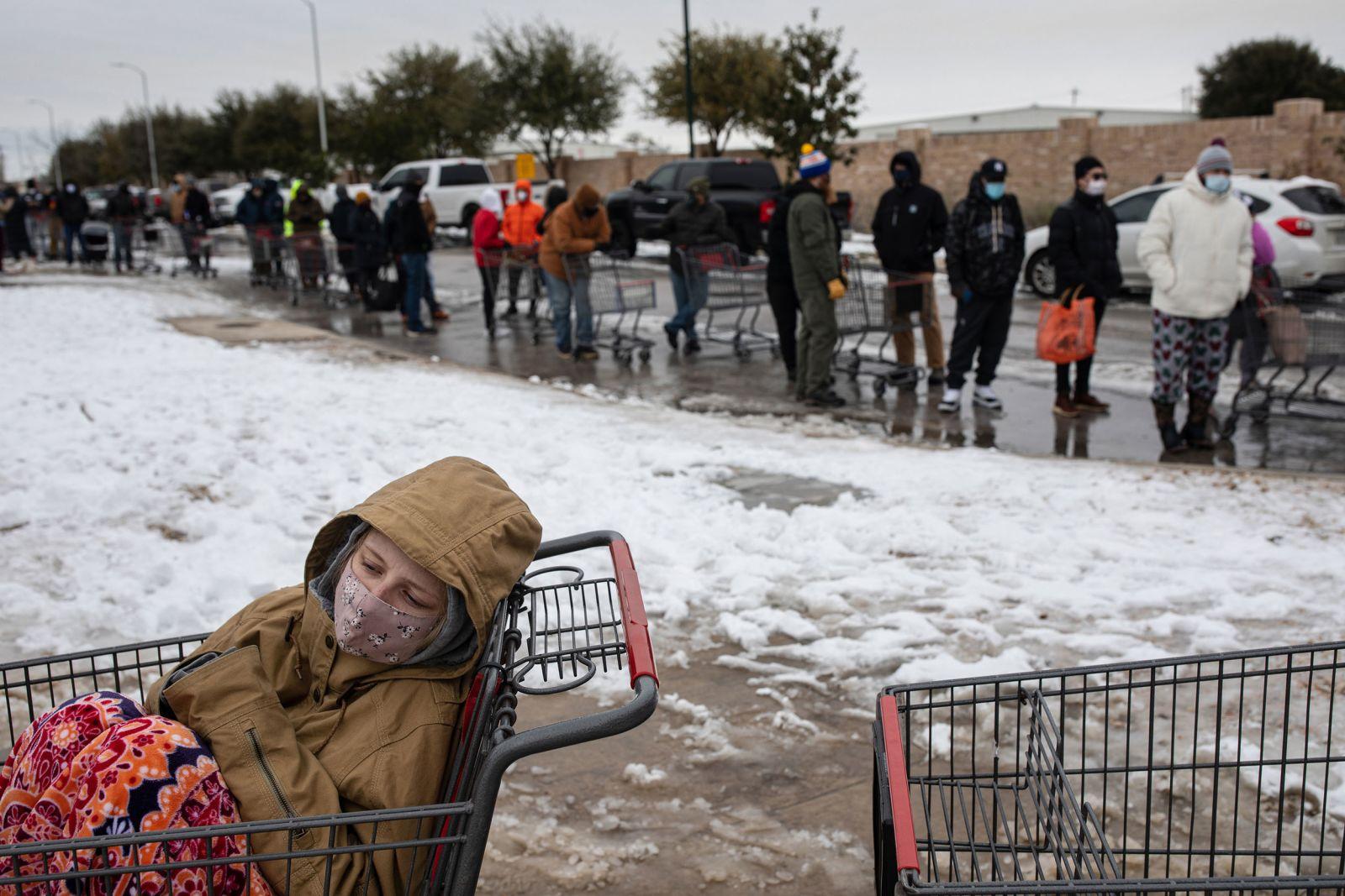 [PhotoStory] Những hình ảnh có một không hai về mùa đông khắc nghiệt trên đất Mỹ - Ảnh 6.