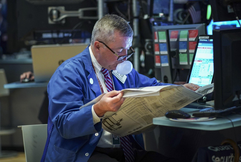 Chứng khoán Mỹ nhích lên đỉnh mới sau cam kết hỗ trợ của Fed - Ảnh 1.