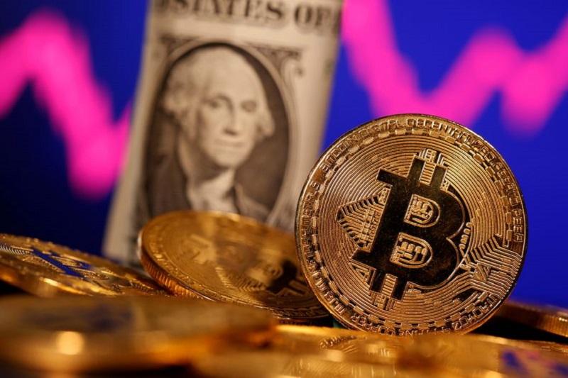 Khi bitcoin tăng giá, các cổ phiếu tiền điện tử cũng được lợi. Ảnh: Investing. com