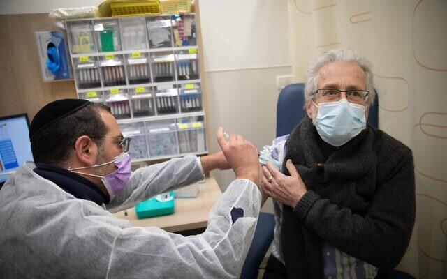 Hàng loạt quốc gia tiêm chủng COVID-19, những loại vắc xin nào được dùng nhiều nhất? - Ảnh 2.