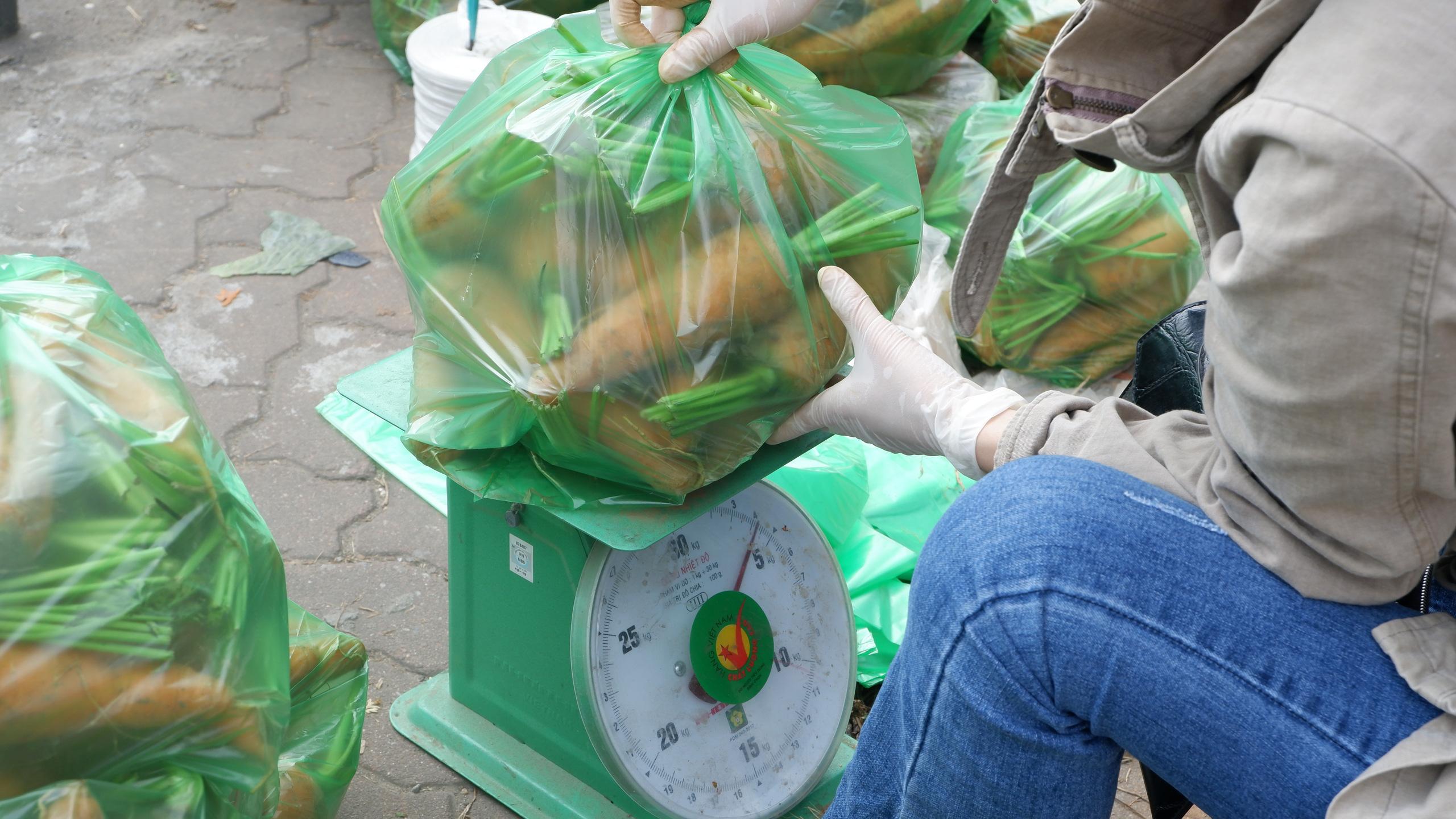 Chủ doanh nghiệp mĩ phẩm giải cứu 60 tấn nông sản Hải Dương chỉ trong một đêm - Ảnh 4.