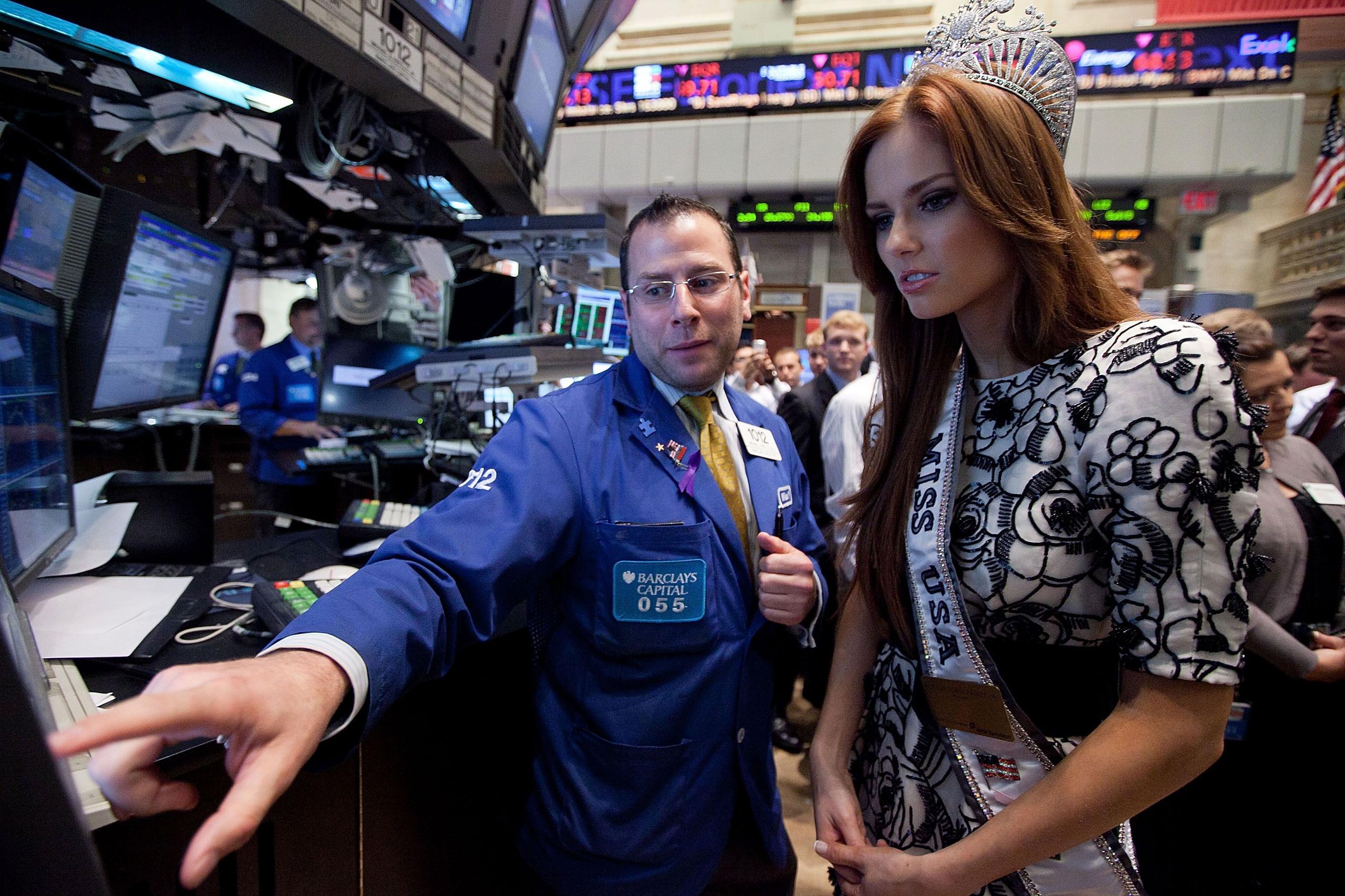 Chủ tịch Fed xua tan nỗi lo, Dow Jones bật tăng sau cú giảm 360 điểm - Ảnh 1.