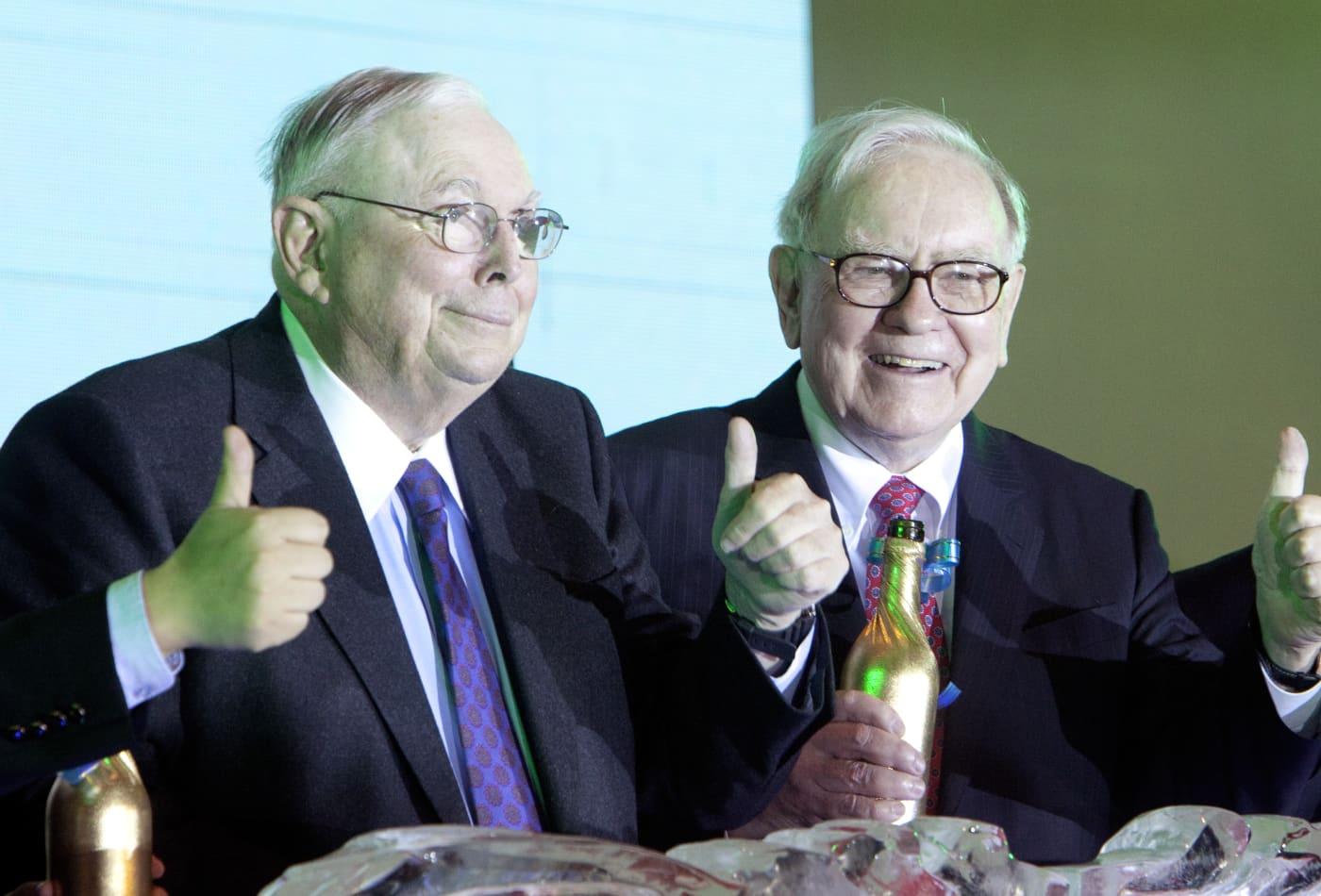 Charlie Munger cảnh báo nhà đầu tư non nớt đang bị dụ vào một bong bóng nguy hiểm - Ảnh 1.