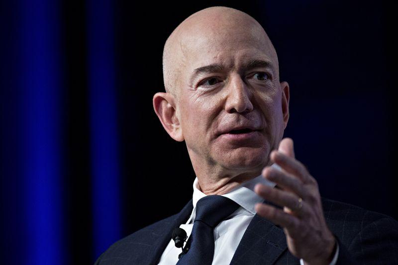 Jeff Bezos rời ghế CEO Amazon, người thay thế sẽ khiến Microsoft, Google lo sợ - Ảnh 1.
