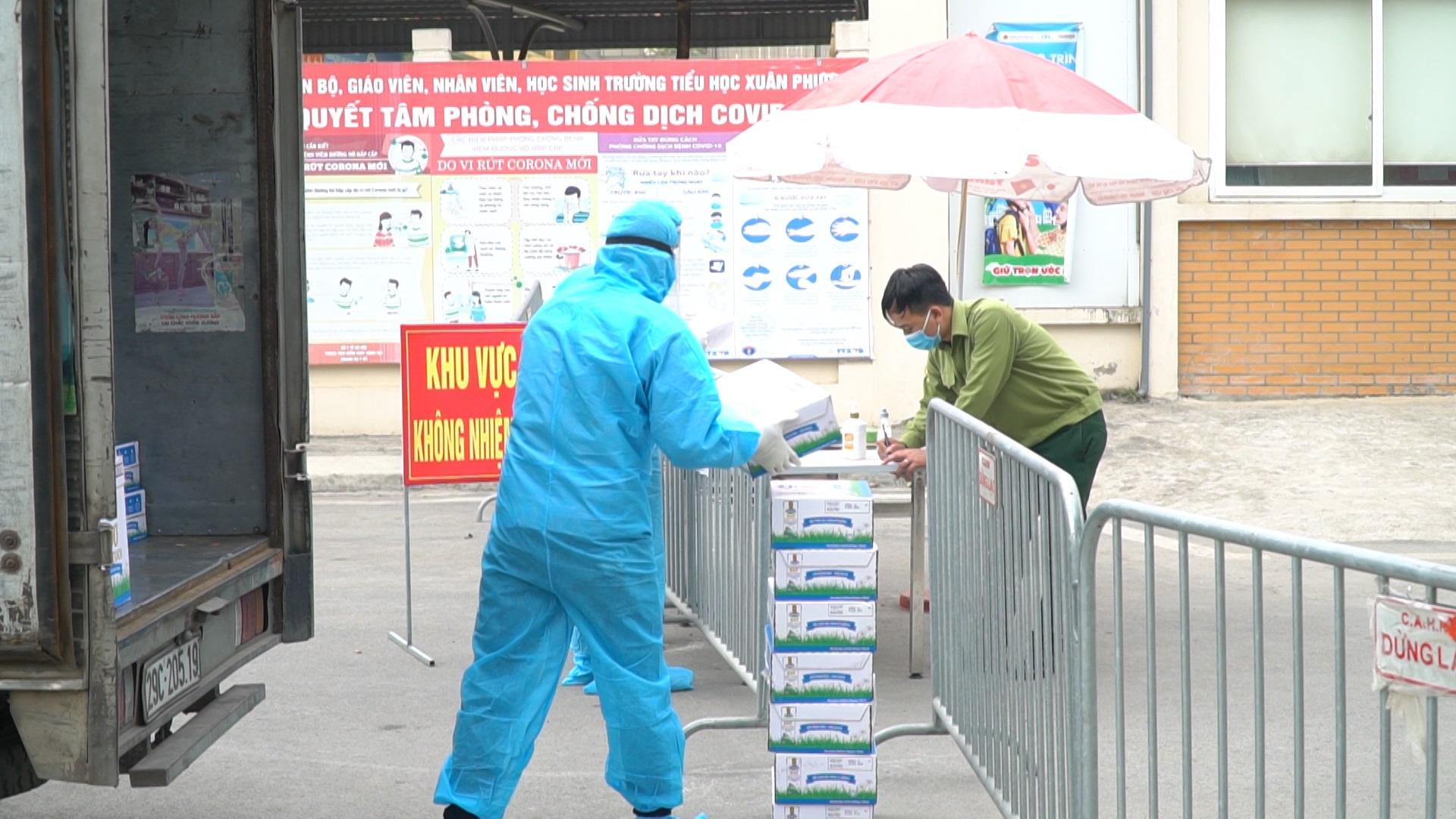 Vinamilk tặng 45.000 hộp sữa cho hơn 800 trẻ em đang cách ly tại Hà Nội, Hải Dương và Hải Phòng - Ảnh 1.