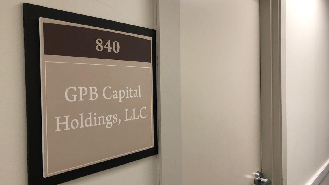 Bắt giữ ba quản lý quỹ cam kết lợi nhuận 8%/tháng, nghi lừa đảo NĐT 1,7 tỷ USD - Ảnh 1.
